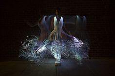 fiber optic dress - Instructible user Natalina created a tutorial that shows how to make a fiber optic dress. When she saw a bloom of fiber optic jellyfish at a festiv. Costume Meduse, Fiber Optic Dress, Light Up Clothes, Fiber Optic Lighting, Creation Art, Led Dress, Art Textile, Textiles, Fibre