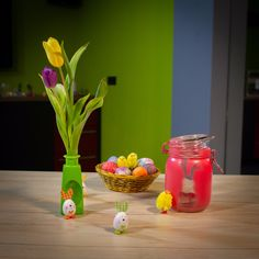 :) All you need is: Glas containers (i.) Spray colors of your choice Paterns of your choice (you can find.