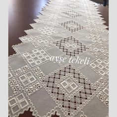 Hardanger Embroidery, Embroidery Stitches, Drawn Thread, Bargello, Projects To Try, Cross Stitch, Instagram, Diy And Crafts, Table Runners