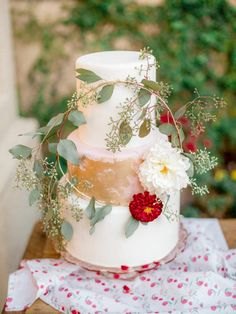 Rustic greenery wedding cake: http://www.stylemepretty.com/2015/10/16/15-pretty-ways-to-doll-up-your-wedding-cake/ Photography: You Look Lovely - http://youlooklovelyphotography.com/