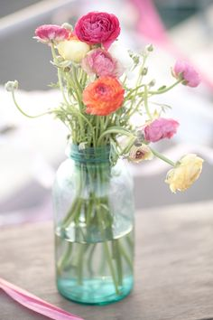 Ideas Flowers Arrangements Peonies Mason Jars For 2019 Flowers In Jars, Pretty Flowers, Colorful Flowers, Simple Flowers, Cut Flowers, Wild Flowers, Flower Power, Flower Arrangements Simple, Flower Centerpieces