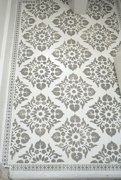 Quick, cheap and easy way to create beautiful patterned floors using stencils. Kota and Neemrana Border Stencils from Nicolette Tabram Stencils. nicoletttabram.co.uk #stencils #nicolettetabramstencils #paintedfloors