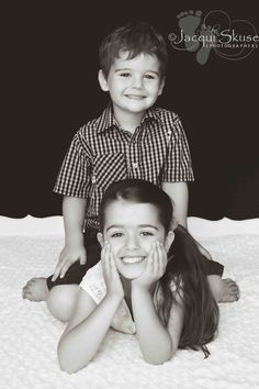 Photography Poses For Kids Sibling Fun 50 Ideas For 2019 Sibling Photo Shoots, Sibling Photos, Sibling Photography, Children Photography, Family Photos, Family Portraits, Food Photography, Brother Sister Photos, Sister Poses
