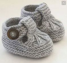 Knitting Patterns for Baby Hand Knitted Baby Shoes-Booties … Discover thousands of images about Alda Fernandes See pattern link in responses on page. See pattern link in responses on page. This Pin was discovered by Mon These cute little T-bar shoes ha Baby Knitting Patterns, Baby Booties Knitting Pattern, Baby Girl Patterns, Crochet Baby Shoes, Crochet Baby Booties, Vogue Knitting, Hand Knitting, Baby Jane, Space