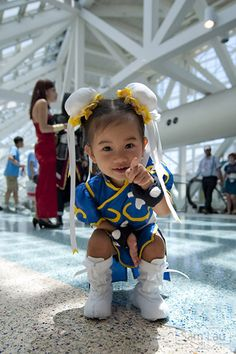 if I have a baby girl, I'm going to dress her up as baby chun-li like this little girl :)