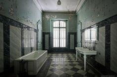 Заброшенный замок Люмьер, Франция/ Abandone chateau Lumiere, France