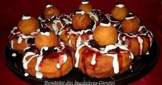 Papanasi cu branza de vaci si gris Romanian Food, Romanian Recipes, Something Sweet, Croissant, Biscuits, French Toast, Muffin, Pudding, Yummy Food