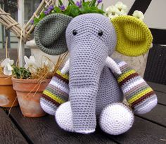 Halager: Alle mine hæklede elefanter... Chrochet, Knit Crochet, Crochet Baby Toys, Crochet Elephant, Amigurumi Doll, Baby Animals, Crochet Projects, Needlework, Diy And Crafts