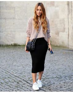 Black skirt casual ensamble