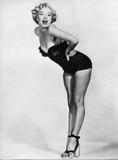 Hello and Welcome to the Marilyn Monroe Fan Site. Take a peek through the fine collection of Marilyn Monroe videos, photographs and gifs. Divas, Marilyn Monroe Fotos, Pin Up Poses, Portrait Studio, Cinema Tv, Greta, Marlene Dietrich, Rockabilly Style, Look Vintage