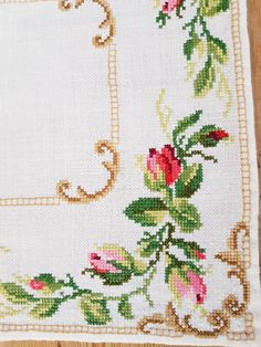 floral/roses cross stitch embroidered tablecloth in linen from Sweden Lovely floral/roses cross stitch embroidered tablecloth in Cross Stitch Rose, Cross Stitch Borders, Cross Stitch Flowers, Cross Stitch Designs, Cross Stitch Embroidery, Hand Embroidery, Cross Stitch Patterns, Broderie Bargello, Rose Croix