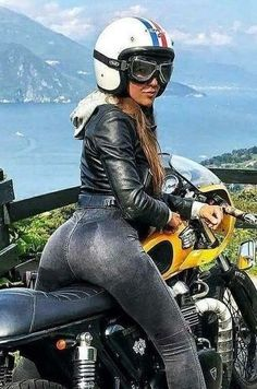Beautiful Girls With Cars and Motorcycles - Bellas Mujeres Con Coches y Motos - Girls Washing Cars - Cars - Coches - Bikes - Motos Lady Biker, Biker Girl, Motorcycle Hairstyles, Motos Harley Davidson, Motorbike Girl, Motorcycle Girls, Motorcycle Style, Cafe Racer Girl, Hot Bikes