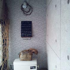 100均/古民家/トイレDIY/コンクリート壁紙/いつもいいねをありがとうございます♡/タイル壁紙…などのインテリア実例 - 2015-01-15 13:42:52 | RoomClip(ルームクリップ) Diy Design, Interior Design, Toilet, Design Interiors, Home Interior Design, Interior Architecture, Litter Box, Home Decor, Home Interiors