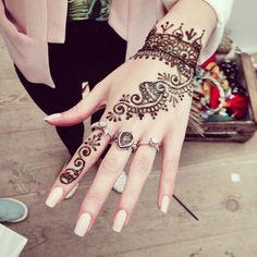 "kaylahadlington: "" Loved @leannelimwalker henna tattoo and nails at the @veryuk event, I wish I'd had mine done  #veryvip #veryaw14 #fbloggers """