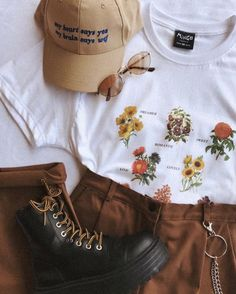 25 Chic Outfit Ideas Edgy To Update Your Dressing dressing ideas outfit update new Source by ikrirmuy ideas hipster Grunge Outfits, Mode Outfits, Retro Outfits, Chic Outfits, Trendy Outfits, Vintage Outfits, Fashion Outfits, Aesthetic Fashion, Aesthetic Clothes