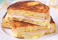 Grilled Ham and Three Cheese Sandwich (Weight Watchers) Weight Watchers Grilled Ham and Three Cheese Sandwich Recipe with Gruyere and Mozzarella Cheese, Cream Cheese, Dijon Mustard, and Rosemary – 7 WW Points Plats Weight Watchers, Weight Watchers Lunches, Weight Watchers Smart Points, Weight Watcher Dinners, Skinny Recipes, Ww Recipes, Light Recipes, Cooking Recipes, Healthy Recipes