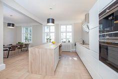 FINN – Frogner - Særdeles flott nyrenovert 6-roms med høy standard, praktikantdel*, parkering, 2 balkonger, peis og utsikt.