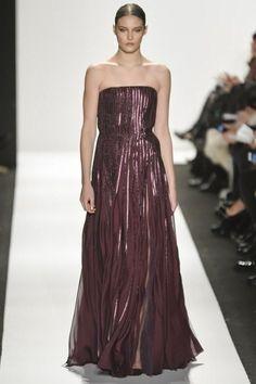 <p>فستان من مجموعة Dennis Basso لموسم خريف وشتاء 2015-2016</p>