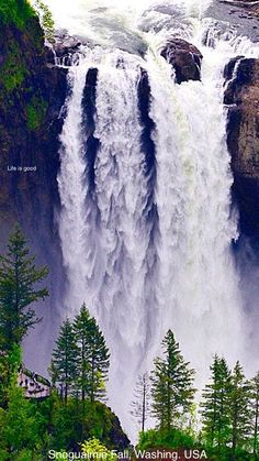 This waterfall photo is beautiful! Snoqualmie Falls in Washington State, USA (the waterfall beautiful places) Beautiful Waterfalls, Beautiful Landscapes, Places To Travel, Places To See, Travel Destinations, Snoqualmie Falls, Les Cascades, Washington State, Snoqualmie Washington