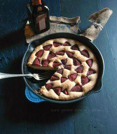 Strawberry Buttermilk Skillet Cake with Strawberry-Cointreau Reduction  une gamine dans la cuisine