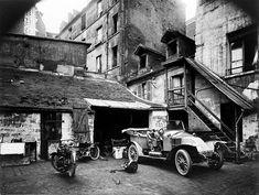 Eugène Atget: Cour, Rue de Valence, Paris, ca. 1920