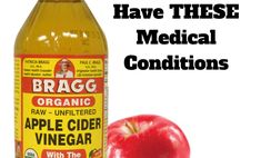 Apple Cider Vinegar Remedies Never Use Apple Cider Vinegar If You Have THESE Medical Conditions - blue waffle guide - Apple cider vinegar is a powerful anti-fungal and antibacterial with a wide range of uses. Apple Cider Vinegar Cellulite, Apple Cider Vinegar Remedies, Apple Cider Vinegar For Hair, Unfiltered Apple Cider Vinegar, Apple Cider Vinegar Benefits, Castor Oil For Acne, Foot Soak Vinegar, Clear Skin Detox, Skin Care Remedies
