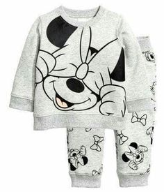 Set in soft sweatshirt fabric with a printed design and soft, brushed inside. Long-sleeved top with snap fastener on one shoulder Luxury Baby Clothes, Disney Baby Clothes, Disney Outfits, Baby Disney, Minnie Mouse Clothes, Baby Girl Fashion, Toddler Fashion, Fashion Kids, Kids Outfits Girls