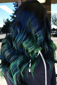 Green And Blue Highlights ❤ Green hair is a fun way to spice up your style. Check out these awesome ideas for green hairstyles. Coloring your hair is all the rage now. Blue Green Hair, Green Wig, Lilac Hair, Pastel Hair, Gray Hair, White Hair, Brown Hair With Blonde Highlights, Colored Highlights, Hair Highlights