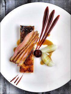 La chasse n'est pas ouverte, mais le canard est quand même dans l'assiette ! ;) (Daniel Roos - The ChefsTalk Project) > Photo à aimer et à partager ! ;) . L'art de dresser et présenter une assiette comme un chef... http://www.facebook.com/VisionsGourmandes . #gastronomie #gastronomy #chef #recette #cuisine #food #visionsgourmandes #dressage #assiette #art #photo #design #foodstyle #foodart #recipes #designculinaire #culinaire #artculinaire #culinaryart #foodstylism #foodstyling)