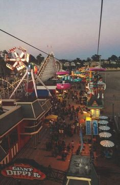 Santa Cruz, CA boardwalk. One of my favorite places! Summer Nights, Summer Vibes, Summer Fun, Retro Aesthetic, Summer Aesthetic, Photo Wall Collage, Picture Wall, Photo Usa, Images Vintage