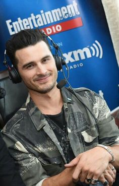 Michael malarkey sdcc 2016 British American, American Actors, Micheal Malarkey, Enzo Tvd, Kai, Bonnie And Enzo, Sdcc 2016, Shows On Netflix, Couple