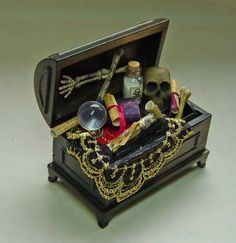 Dollhouse-Miniature-Apothecary-Witch-Wizard-Filled-Trunk-/