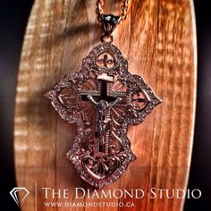 I know that not everyone is into crosses. That shouldn't stop you from appreciating the detail of this cross that I just finished. Done in rose gold and diamonds. This is one of the more incredible religious pieces I have made. You all like the detail? This is what I do. #diamond #diamonds #wedding #weddings #engagementring #ring #rings #bride #brides #jewellery #jewelry #necklace #pendant #rosegold #cross #crucifix #thediamondstudio
