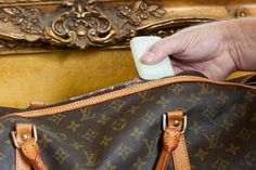 Louis Vuitton is a designer handbag and wallet manufacturer located in France. The average cost of a Louis Vuitton handbag is between three and four thousa Lv Handbags, Luxury Handbags, Louis Vuitton Handbags, Designer Handbags, Clean Leather Purse, Louis Bag, Marc Jacobs Purse, Vuitton Bag, Purses