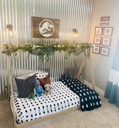 "I ""DINO"" know what to tell you, but this room is so cute! Beddy's is perfect for those hard to make beds! 📷 : @burrbq #zipperbedding #zipyourbed #beddys  #homedecor #boysroom  #boysroomdecor #kidsinterior  #kidsbedroom #kidsbedding #kidsdesign  #bedding #boystuff #boybedding #beddings"