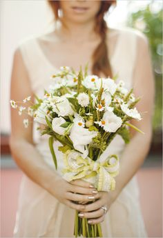 daisies, tulips, chamomile - Aimee Lomeli Designs // Photography: Annika of AE Pictures Inc.