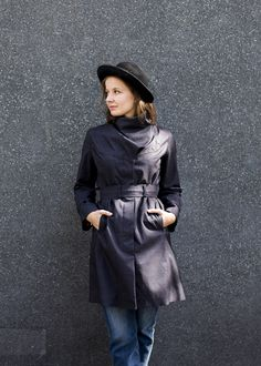 Dark and sensual, two words one would usually not choose to describe a woman' s raincoat – the Noir Femme is exactly that.