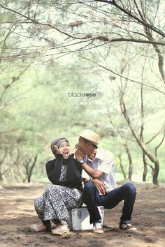 share about love meyra and dhito www.facebook.com/pages/Blackrose-Pictures/349568915159712 #couplepictures #preweddingphoto #funny #tree #outdoor #casual #cute #hijab #frame #smile #indonesian #blackrosepictures