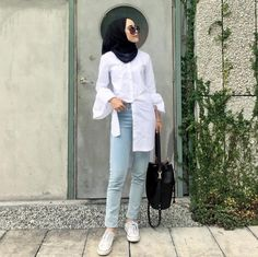 New style hijab casual kemeja Ideas Modern Hijab Fashion, Street Hijab Fashion, Muslim Fashion, Modest Fashion, Trendy Fashion, Trendy Style, Hijab Casual, Hijab Chic, Moda Hijab
