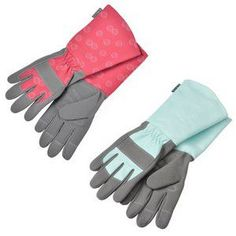 The tough, hardwearing but ultra soft palm and finger fabric, palm pad (no excessive secateur use blisters with these gauntlets) and knuckle protector contrast with the cool cotton cuffs giving forearms protection and don't worry if the gauntlets get wet - the fabric will stay supple.