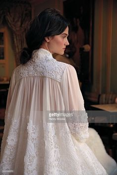 Bridal Beauty: Delphine Manivet – – www.sosya… Bridal Beauty: Delphine Manivet – – www. Look Fashion, Fashion Models, Fashion Design, Fashion Trends, Abaya Fashion, Fashion Dresses, Moda Medieval, 2017 Bridal, Bridal Fashion Week