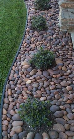Front Yard Landscaping Ideas - Discover these Perry Home Decor pictures of front lawn landscape design designs as well as get ideas for your own yard. #frontyardlandscapingideas #frontyardlandscape #smallgardenlandscapingideas