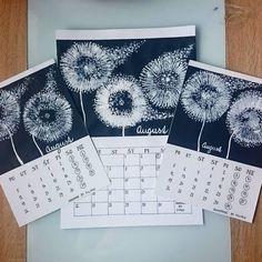 Náš kalendár.  AUGUST Čierny papier, biela akrylová farba a papierová rolka z toaletného papiera, tyčinky do uší. Rolku nastrihať, namáčať… Art Projects, Shoulder Bag, Instagram, Shoulder Bags, Satchel Bag