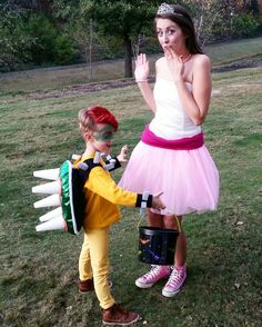Diy Bowser and Princess Peach costume. Mario costume. Super Marios world. King Koopa.