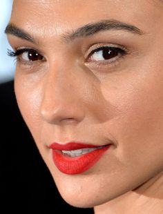 gal gadot gal gadot red carpet makeup celeb celebrity celebritycloseup Gal Gadot Style, Gal Gabot, Ruby Woo, Makeup Inspo, Beauty Makeup, Red Carpet Makeup, Gal Gadot No Makeup, Celebrity Makeup, Gorgeous Women