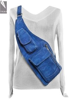 Idea for bag with rain poncho. Denim Backpack, Denim Purse, Artisanats Denim, Blue Denim, Mochila Jeans, Waist Purse, Denim Ideas, Denim Crafts, Recycle Jeans