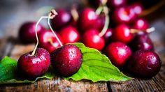 Le ciliegie frutto rosso, ricco di vitamina C e A che aiutano a proteggere la vista e contribuiscono al buon funzionamento delle difese immunitarie.