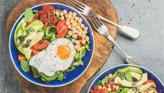 Rezepte mit viel Eiweiß sollten einen festen Platz in jedem Ernährungsplan haben, egal ob du gerade abnehmen oder Muskeln aufbauen willst.
