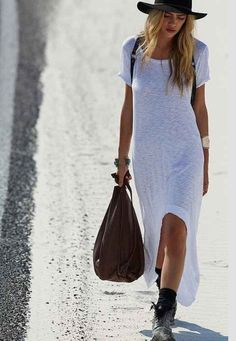 Truly Madly Deeply Graphic High/Low Tee Dress - Urban Outfitters I love it. Dress Hats, Tee Dress, Fashion Mode, Look Fashion, Modest Fashion, Fashion Clothes, Camisa Formal, Look Boho, Boho Style