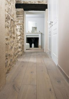 Le parquet : inspirations déco - Best of pins! Parquet Flooring, Wooden Flooring, Floors, Style At Home, Design Parquet, Interior And Exterior, Interior Design, Stone Houses, Floor Design